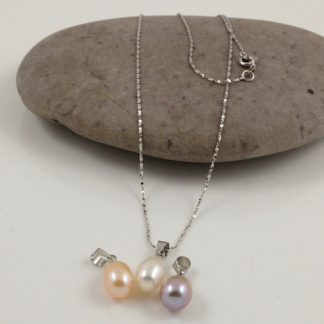 3 colour drop pearl pendants