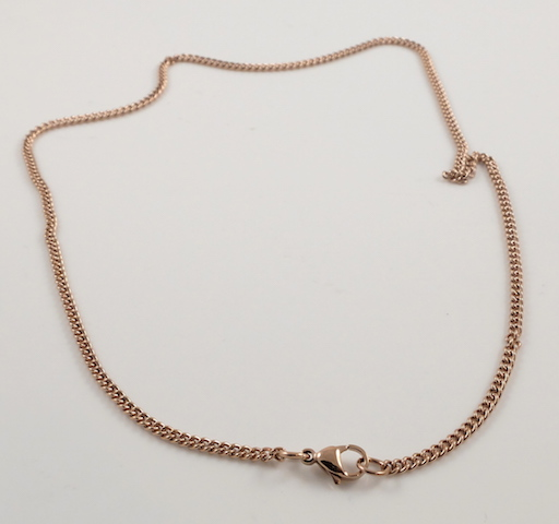 Flat curb chain clasp