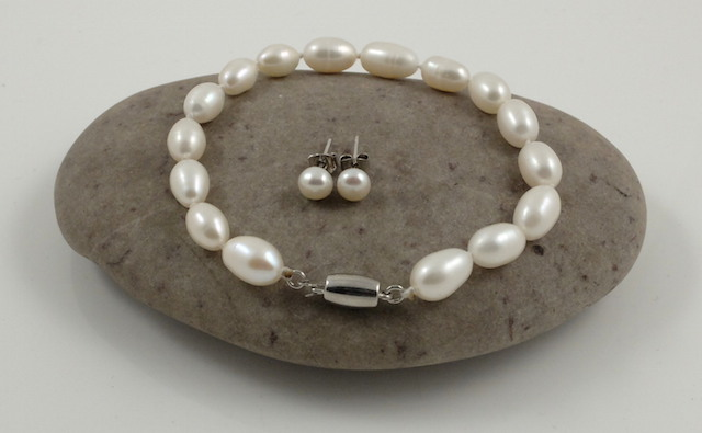 Single Rice Pearl Bracelet & Studs