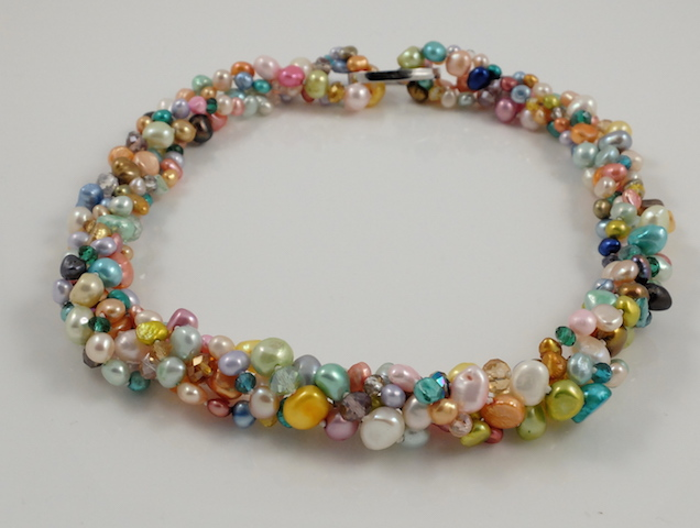 Multi-colour Pearl Long NL Twisted 2