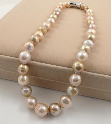 Wrinkly ripple pearl necklace 2