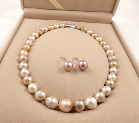 Wrinkly ripple pearl set box