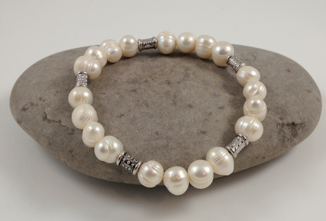 Cream Oval Pearl bracelet