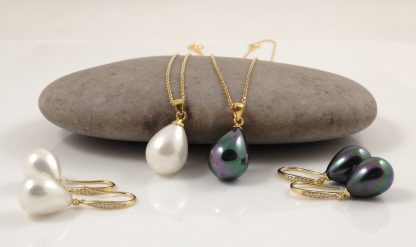 Gold Seashell Pearl Pendant Chain Earring Set